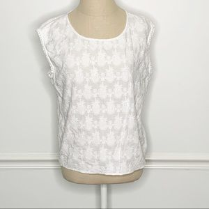 Two by Vince Camuto Pineapple Lace Blouse Small